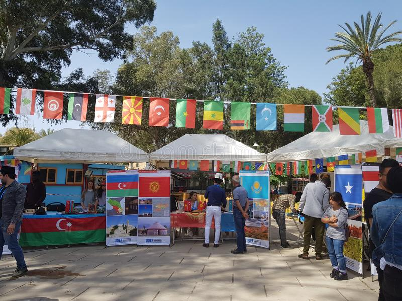 Le festival, o? ?tudiants de partout dans le monde La photo montre les pays de Kazakhstan, Kirghizistan, Azerba?djan photos stock