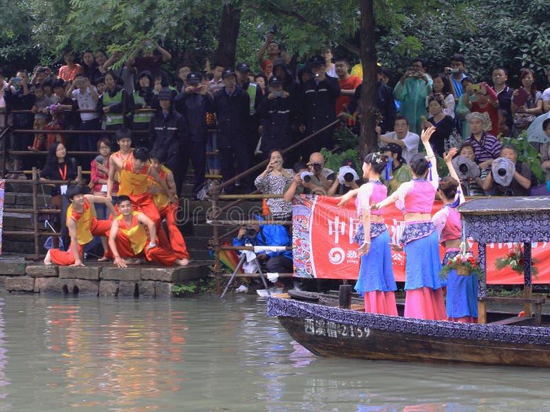 Le festival traditionnel chinois, Dragon Boat Festival que le bateau de dragon gagnera souligne image libre de droits