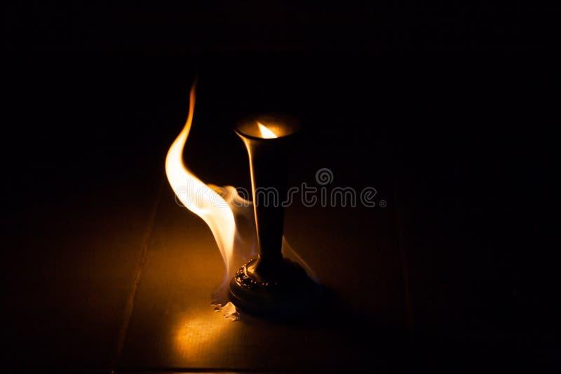 Le feu avec le feu photographie stock libre de droits