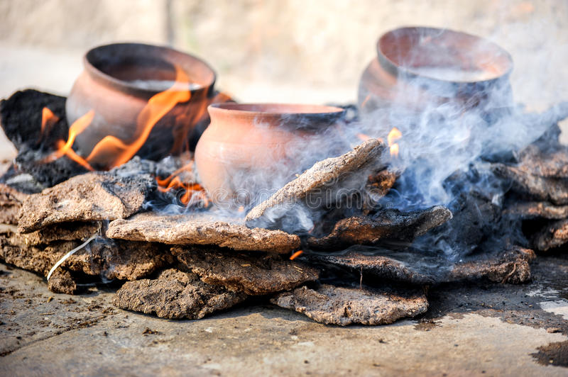 Le feu-coocking traditionnel image stock
