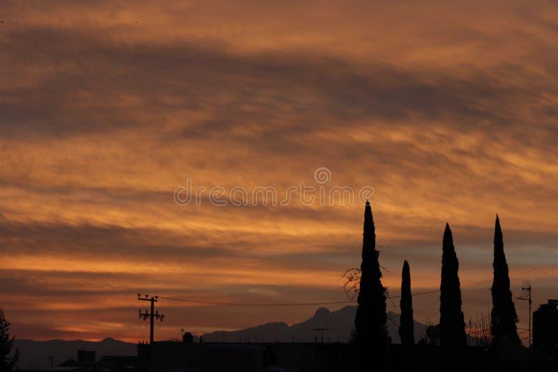 Le feu dans le ciel image libre de droits