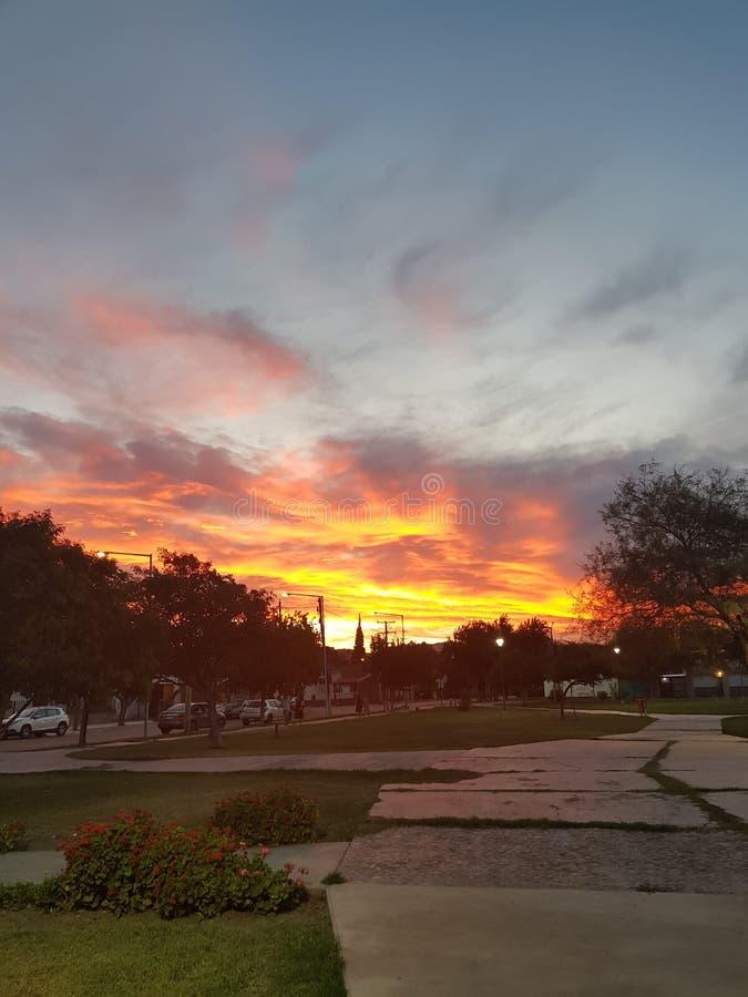 Le feu dans le ciel photo libre de droits