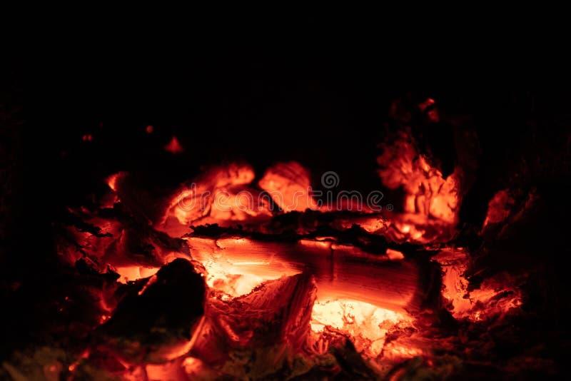 Le feu dans le fourneau de bois de chauffage image libre de droits