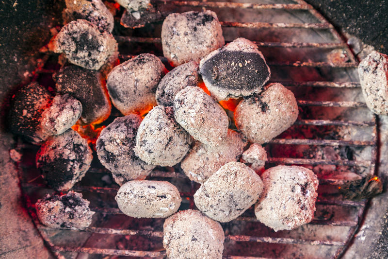 Le feu de charbon de bois images libres de droits