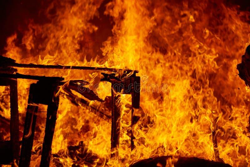 Le feu de Fallas brûlant dans le fest de Valence au 19 mars photo libre de droits