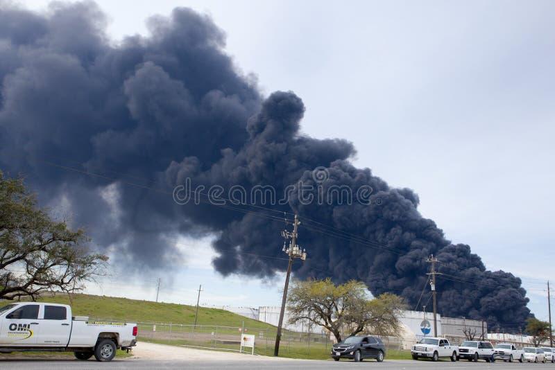 Le feu de raffinerie en Houston Texas images libres de droits