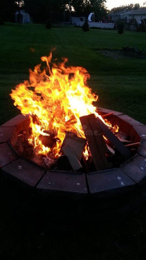 Le feu dehors image stock