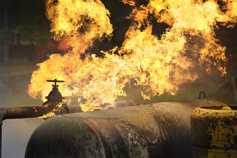 Le feu du burning de tuyau de gaz images libres de droits