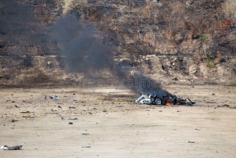 Le feu et le mouvement de la voiture pièce enflé à partir de l'investiga de voiture piégée photos stock