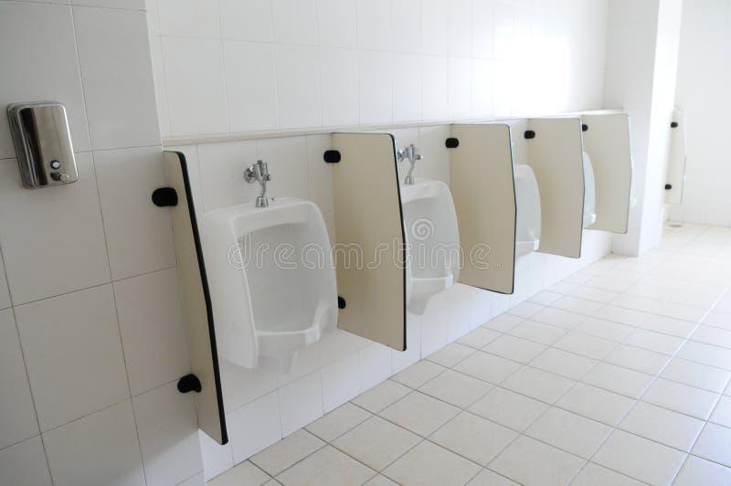 Le fichier des urinaux photo stock