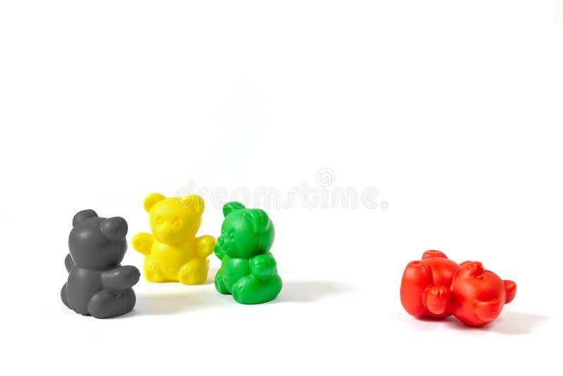 Le figure di plastica dell'orso nei colori della coalizione fa festa chi forma il governo statale 2017 di spirito dello Schlesvig fotografia stock libera da diritti