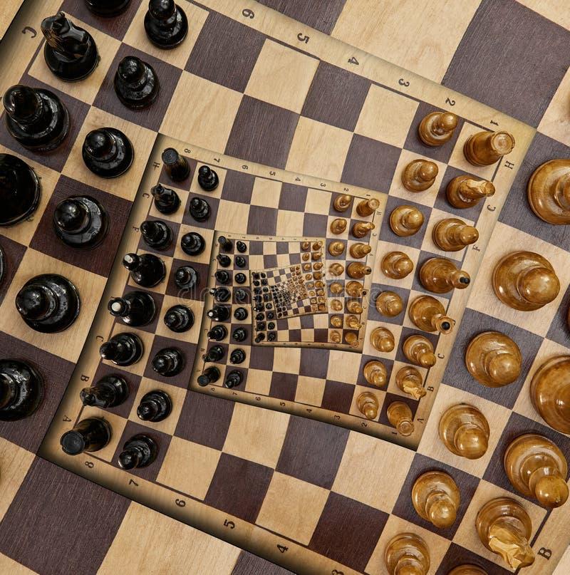 Le figure nere bianche dello scrittorio di legno astratto della scacchiera quadrano l'effetto surreale a spirale Frattale surreal immagine stock