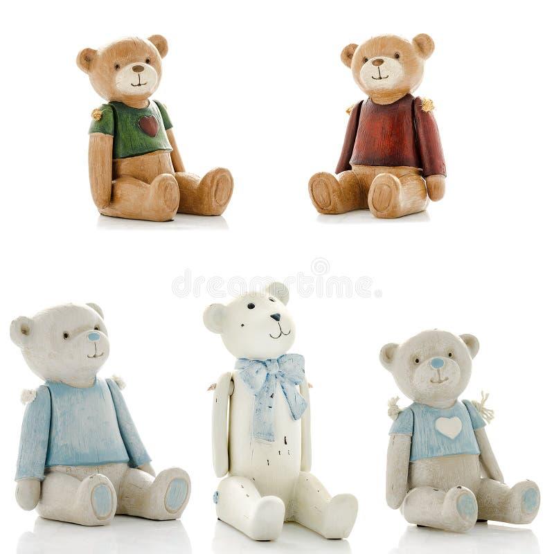 Le figurine decorative, statuetta dell'orso, accessori per un interno, hanno isolato w fotografia stock libera da diritti