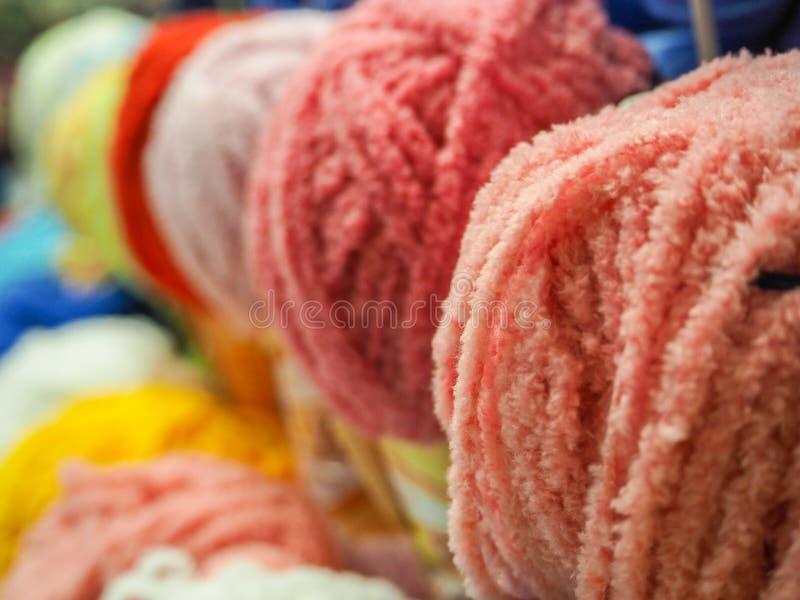 Le fil coloré Billes colorées de filé Filé pour le tricotage photos libres de droits