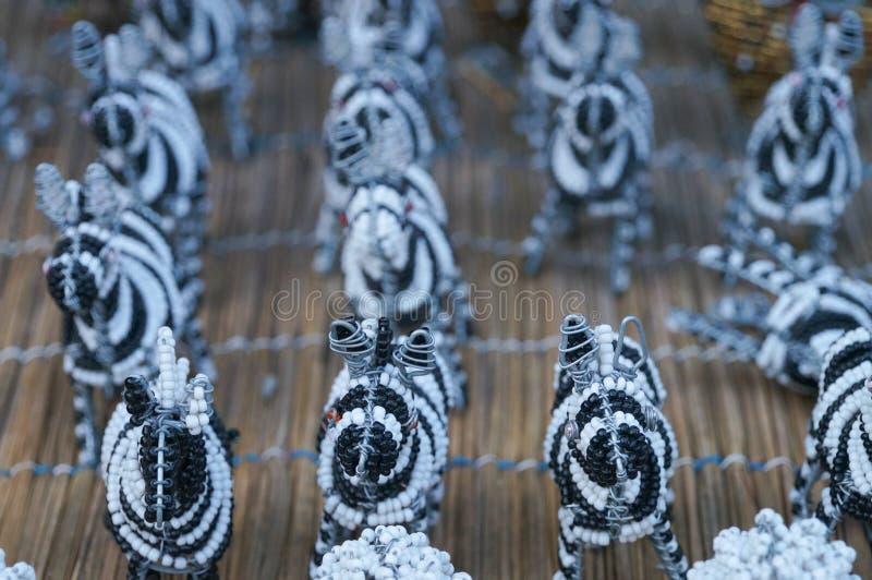 Le fil fait main ethnique traditionnel de perle joue le zèbre, Afrique du Sud image stock