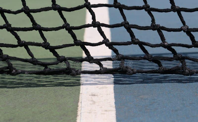 Le filet d'un court de tennis image stock