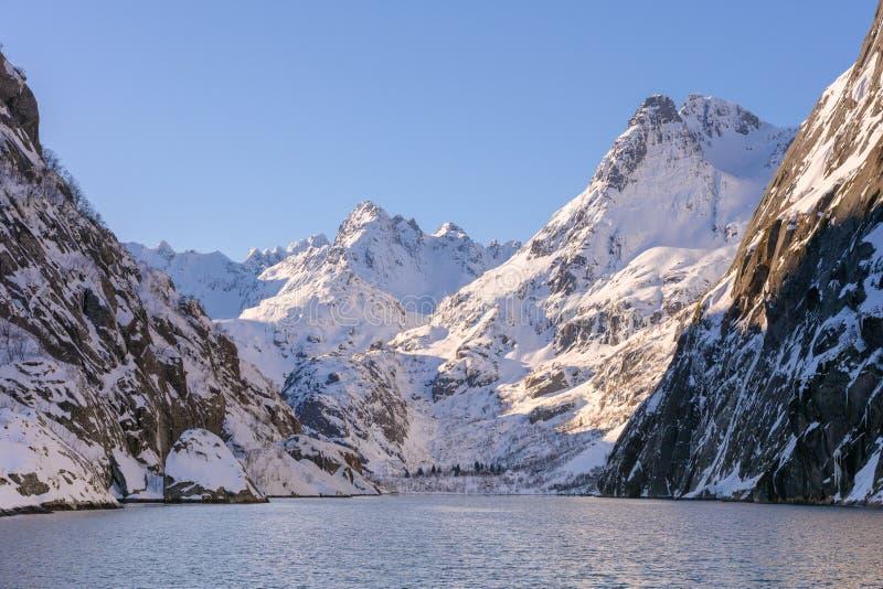 Le fjord de Troll dans l'archipel de Lofoten en Norvège images stock