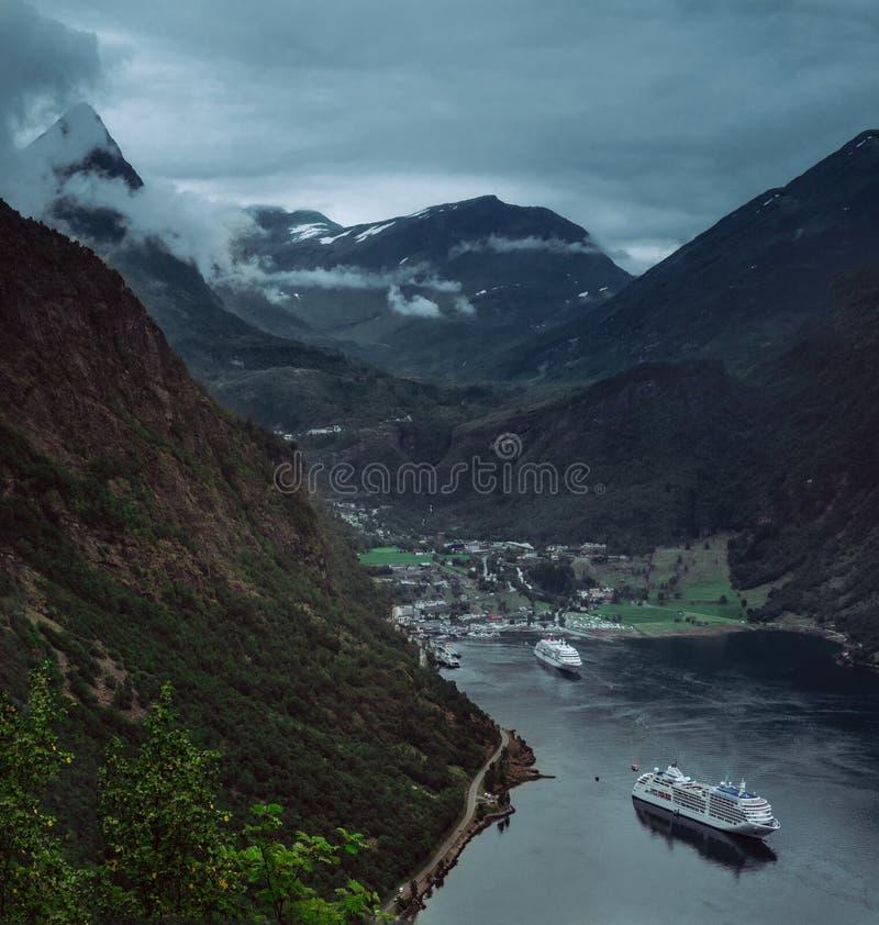 Le fjord le plus scénique exceptionnel sur la planète ! image stock