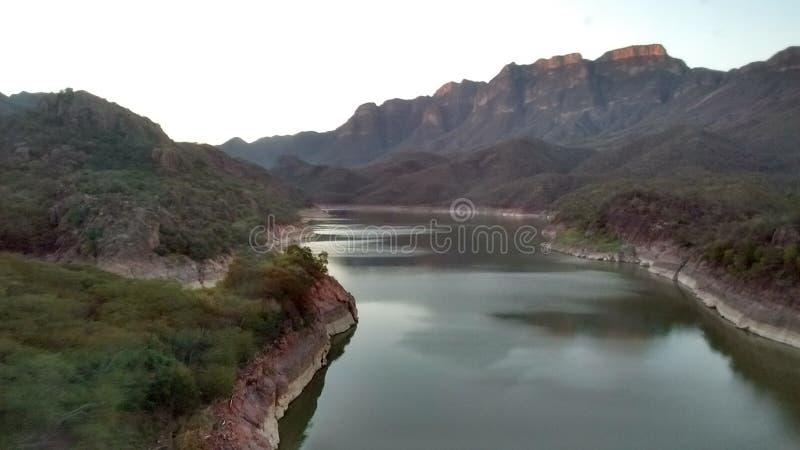 Le fleuve photo stock