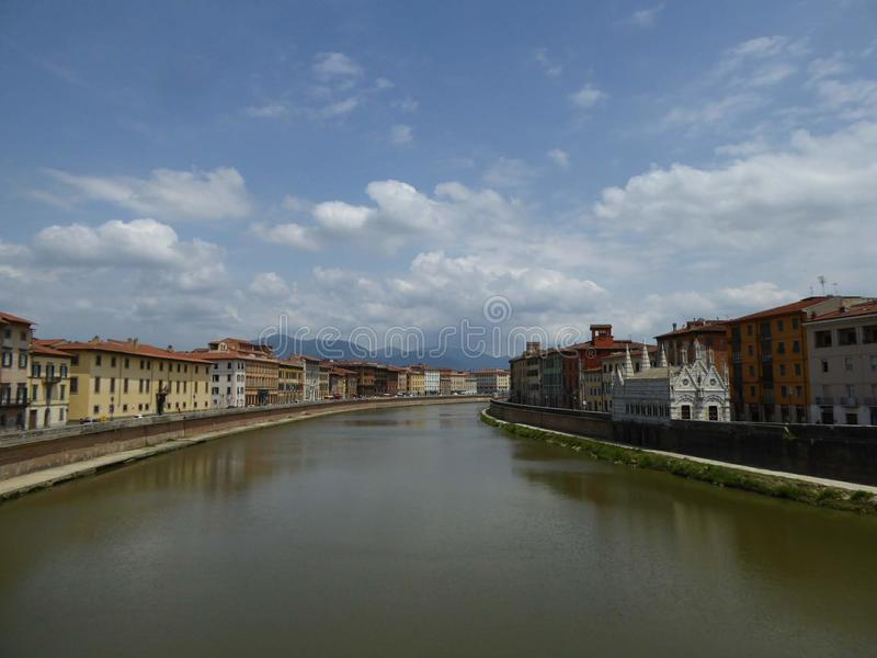 Le fleuve Arno, Pise de Ponte Sollferino images stock