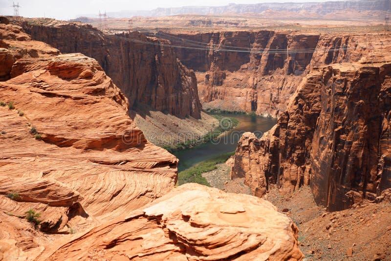 Le fleuve Colorado près au barrage de canyon de gorge images stock
