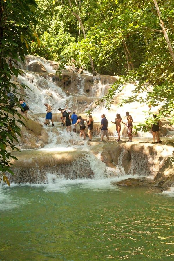 Le fleuve de Dunn tombe dans Ocho Rios, Jamaïque images libres de droits