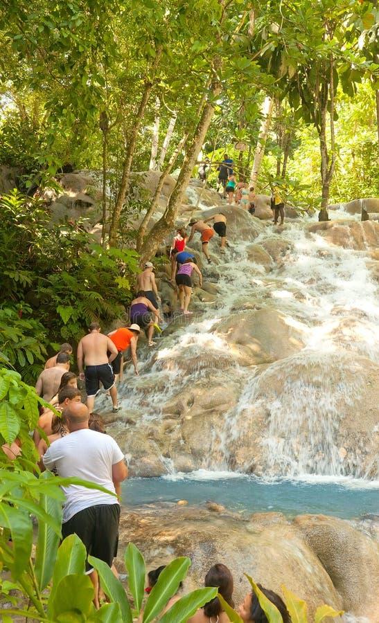 Le fleuve de Dunn tombe dans Ocho Rios, Jamaïque photographie stock