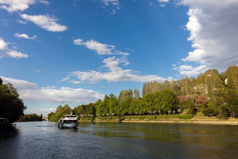 Le fleuve Pô près de Turin photographie stock