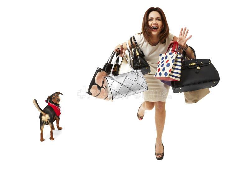 Le flickan på shopping arkivfoton