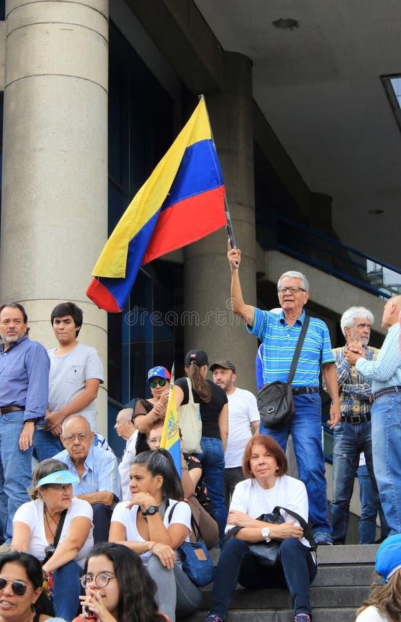 Le folle enormi dei sostenitori dell'opposizione partecipano ad un raduno contro presidente venezuelano Nicolas Maduro fotografia stock