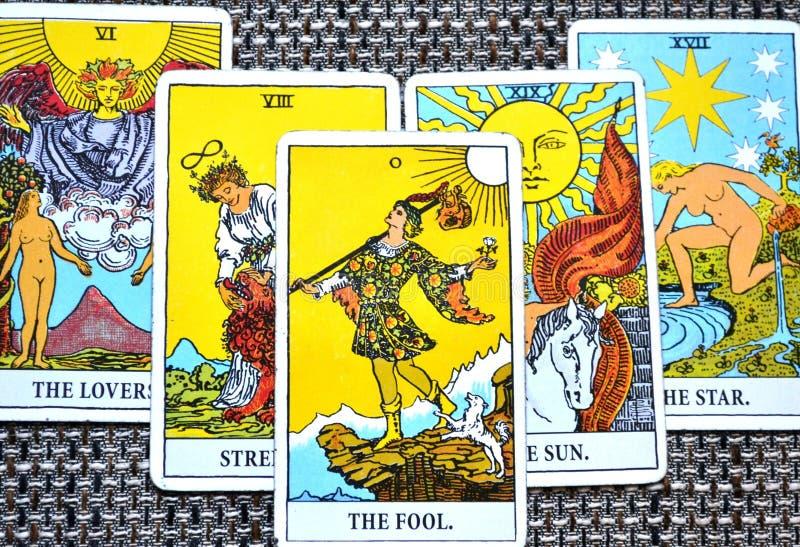 Le fond d'étoile de Sun d'amants de force de carte de tarot d'imbécile illustration de vecteur