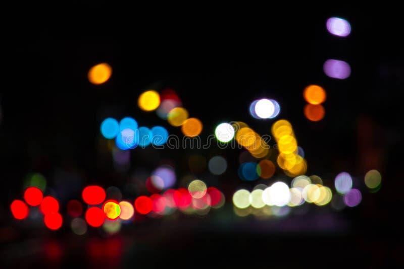 Le fond de bokeh brouillé par lumières de la nuit de Noël font la fête pour y photos libres de droits