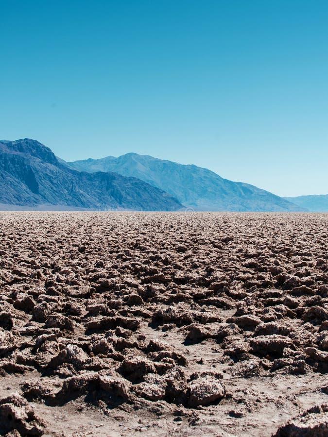 Le fond du bassin de Badwater dans le parc national de Death Valley aux Etats-Unis photographie stock