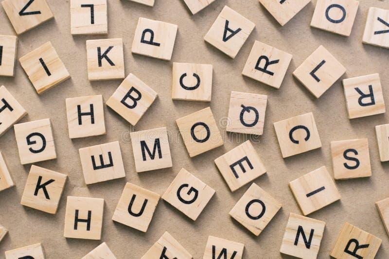 le fond du type en bois blocs d'impression typographique d'impression, aléatoire a laissé photos libres de droits