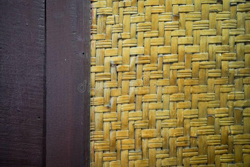 Le fond en bambou local de modèle d'armure de tradition thaïlandaise de cru image libre de droits