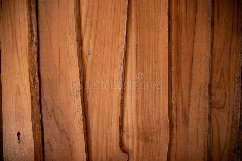 Le fond en bois avec des textures naturelles, les panneaux de mur en bois donnent au fond une consistance rugueuse photographie stock