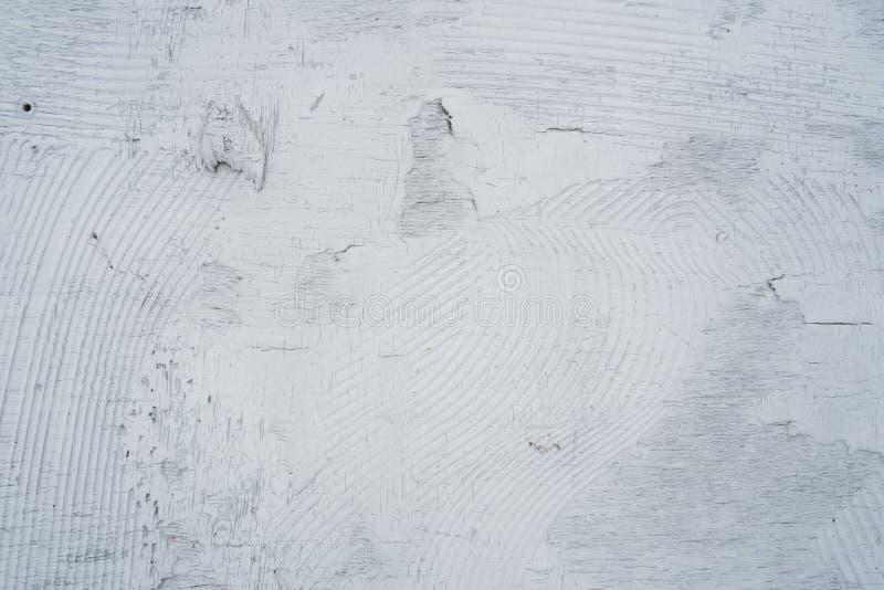 Le fond en bois est couvert de peinture grise avec les rayures chaotiques images stock