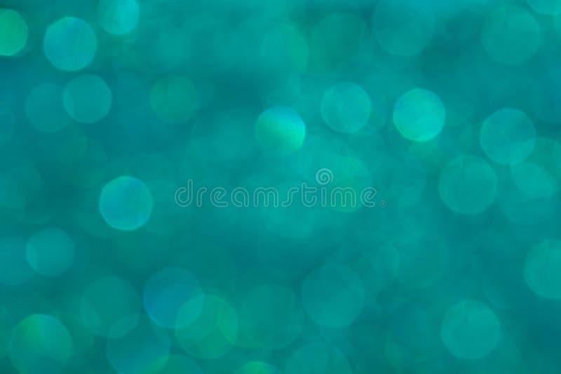 Le fond en pastel d'aqua de Bokeh avec l'arc-en-ciel brouillé s'allume photo libre de droits