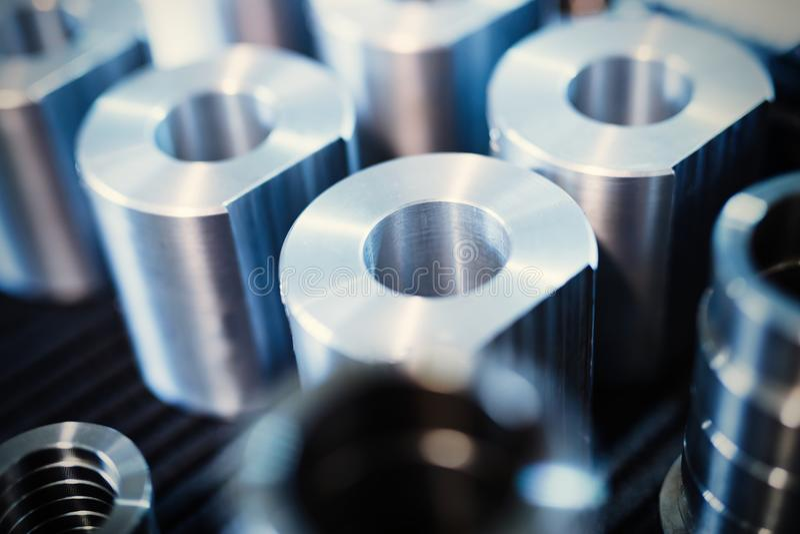 Le fond industriel des pièces en métal a produit dans la métallurgie images libres de droits