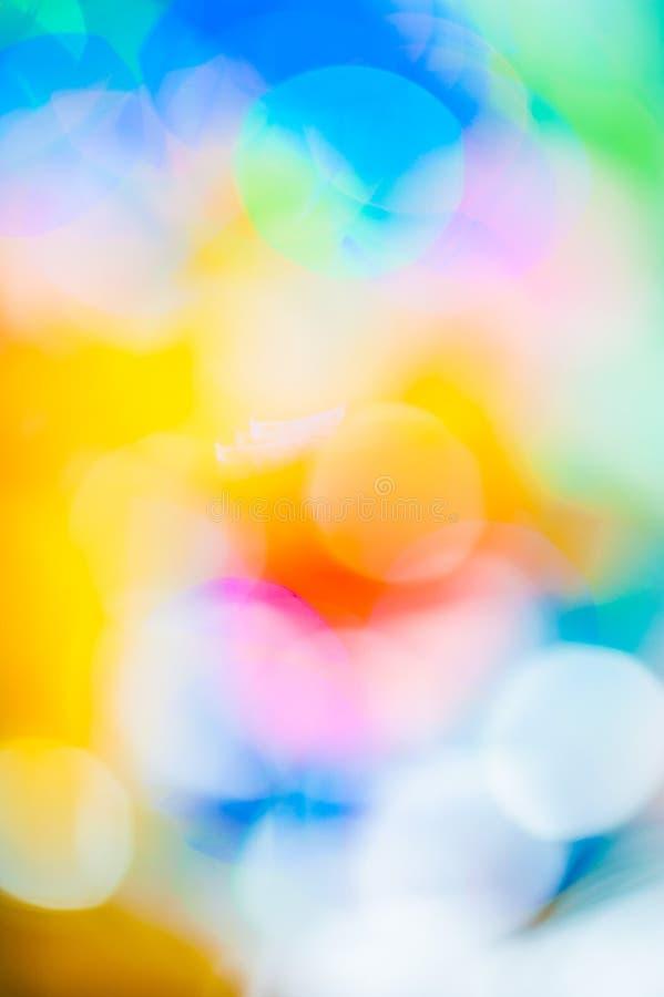 Le fond trouble de Bokeh avec éclabousse de jaune et bleu lumineux, photos stock