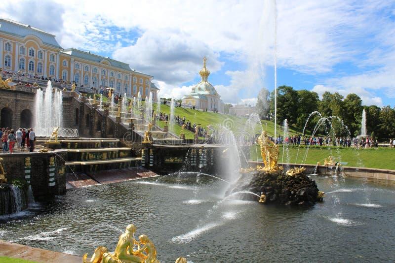 Le fontane di Peterhof immagine stock