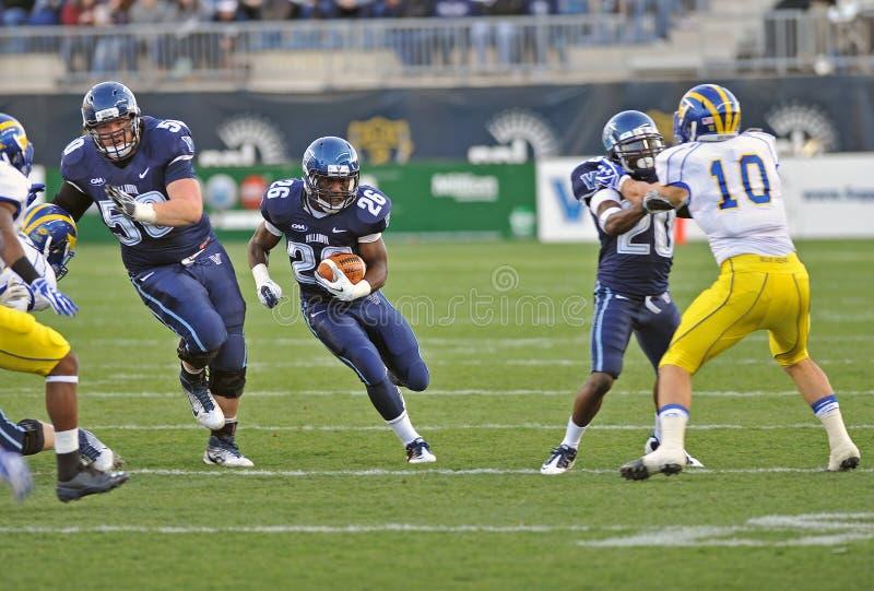 Le football 2011 de NCAA - l'exécution en arrière porte images libres de droits