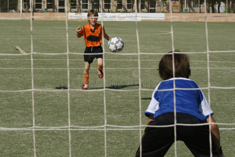 Download Le football photo stock. Image du ajustement, garçons, enfants - 743394