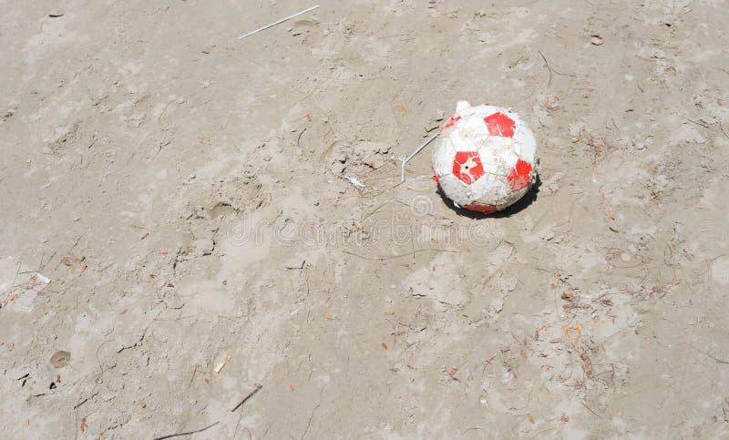 Le football au sol images stock