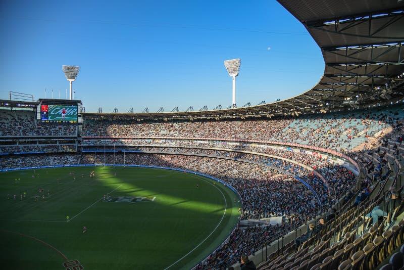Le football australien au stade de magnétocardiogramme image stock