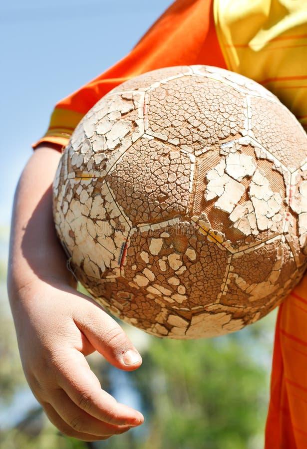 Le football de jeu photographie stock libre de droits