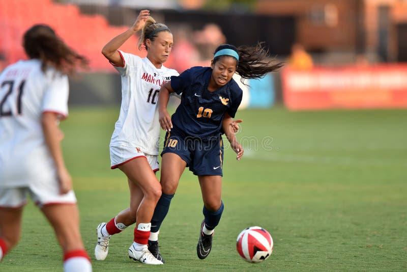 2015 le football des femmes de NCAA - le WVU-Maryland photo libre de droits