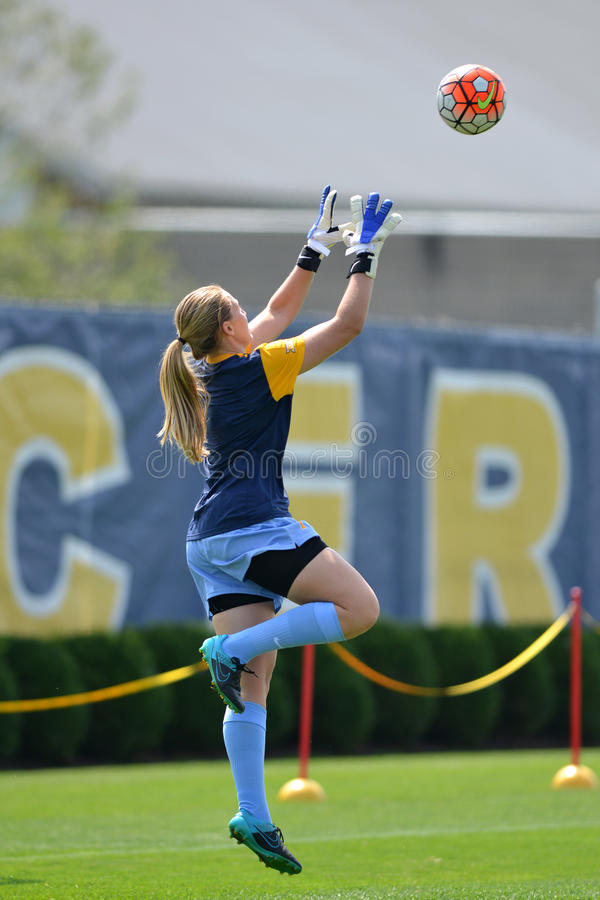 2015 le football des femmes de NCAA - Villanova @ WVU photos libres de droits