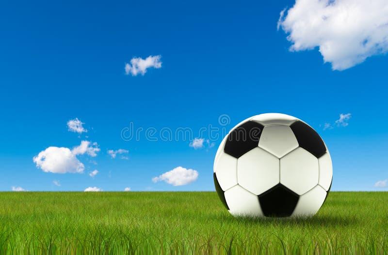 Le football du football d'isolement sur l'herbe luxuriante et le ciel bleu illustration stock