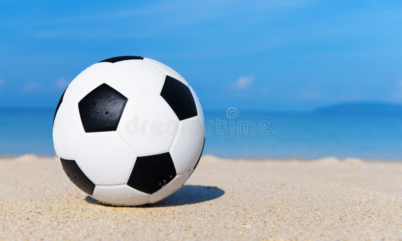 Download Le football sur la plage image stock. Image du idyllique - 45370929